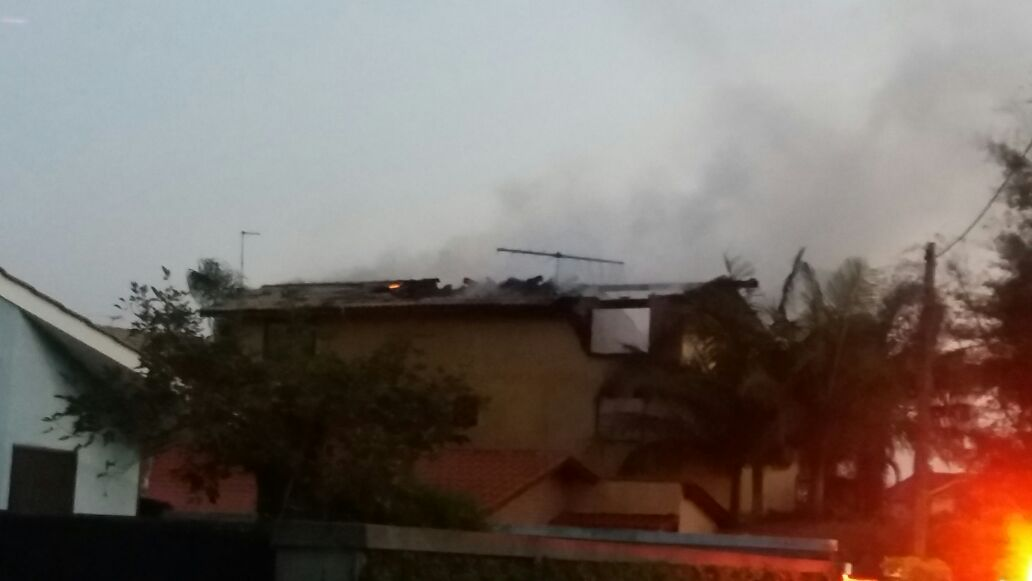 Incêndio em pousada no campeche assusta moradores