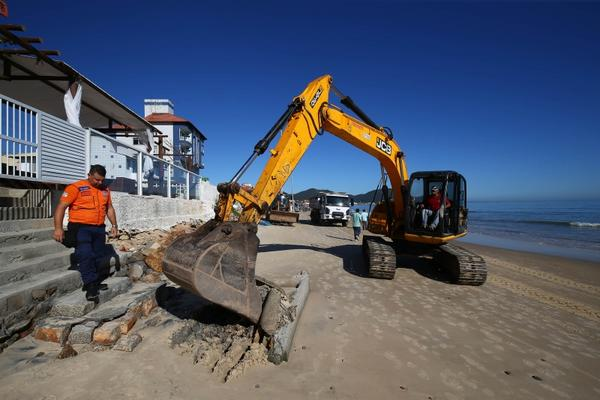 Recuperação das Praias afetadas pela ressaca