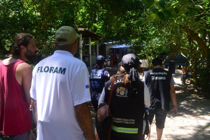 Equipes da Prefeitura fiscalizam atividades na Ilha do Campeche