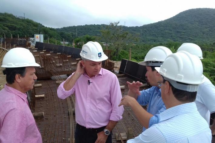O prefeito fez uma vistoria nas obras do elevado do Rio Tavares na manhã desta quarta - Michael Gonçalves/ND