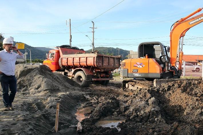Prefeitura inicia construção de nova pista na altura do elevado do Rio Tavares