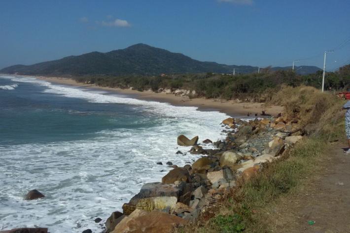Mar no Caldeirão do Morro das Pedras com menos força na manha de hoje (21).
